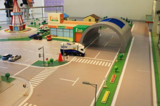 クレフィール湖東「こども交通公園」へ行ってきた! EVカーや大型遊具、屋内施設でラジコンも!