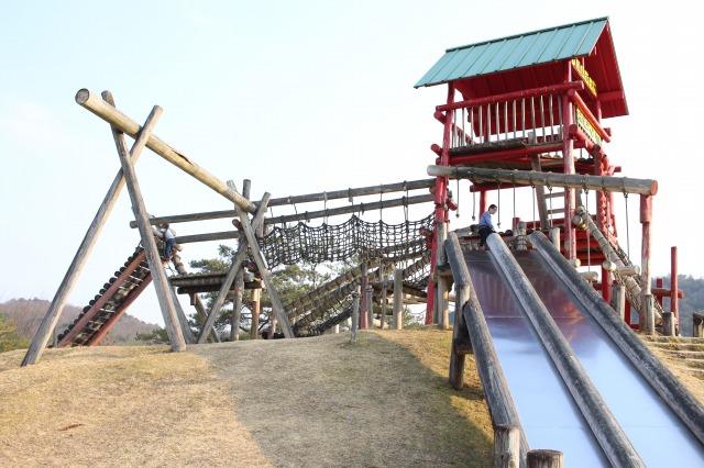 希望が丘文化公園へ行ってきた! 本格アスレチック、すべり台、トランポリン、川遊びが楽しめる!